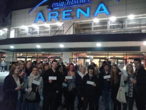 GSM-Schüler vor der Arena